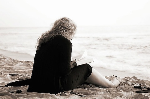 reading-on-beach